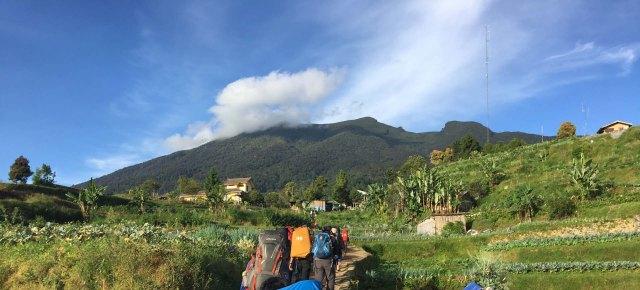 xGunung Gede via Gunung Putri Foto utama